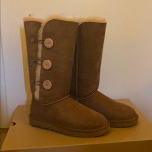 UGG Bailey Button Triple II Boots in Chestnut SZ 8